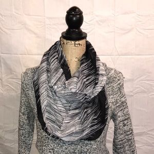 Accessories - ⬇️ NWT Infinity scarf